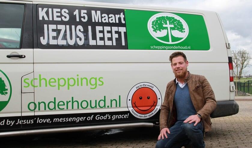 • Florens benut zijn bus voor de campagne.