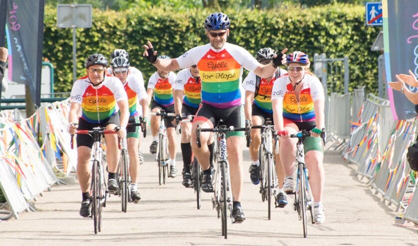 <p>&bull; Deelnemers van een eerdere editie van Cycle for Hope.</p>