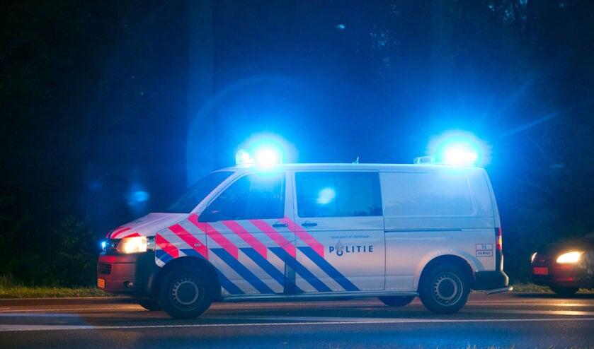 • De politie hield twee verdachte personen aan.