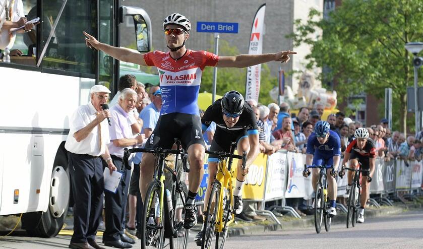 • Robin Wennekes wint de Ronde van Papendrecht.