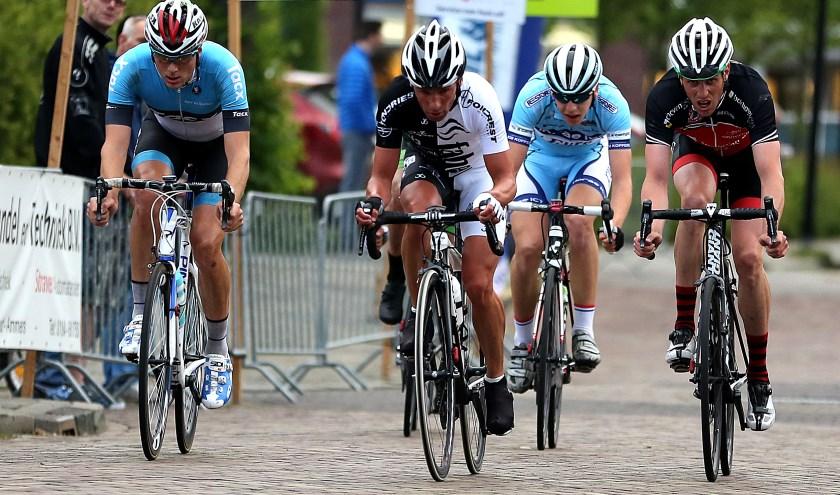 • Ronde van Groot-Ammers 2015. (foto: Rick den Besten)
