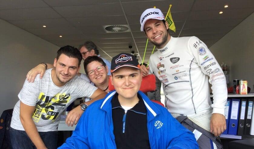 • Thomas ontmoette zijn idool coureur Niels Langeveld.