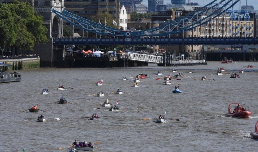 De teams van WSV Woudrichem roeiden The Great River Race over de Thames in Londen.
