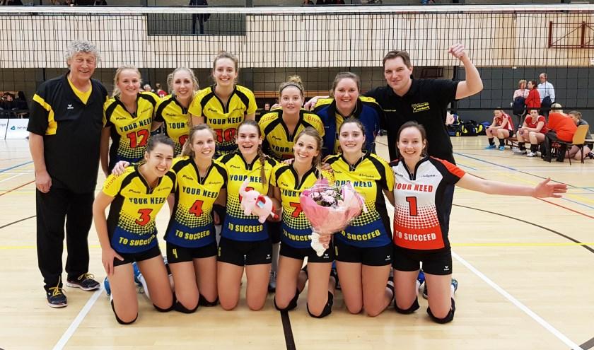• De zwangere aanvoerster Veronique Vorthoren-Kort speelde tegen VCN voorlopig haar laatste wedstrijd voor Volley Meerkerk'95.