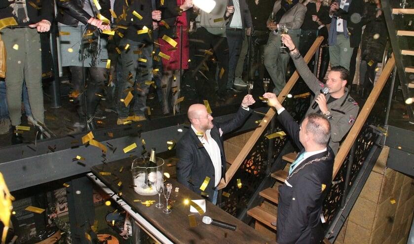 • Björn van Dijl (links) tijdens de opening van Le Barrage, enkele jaren geleden.