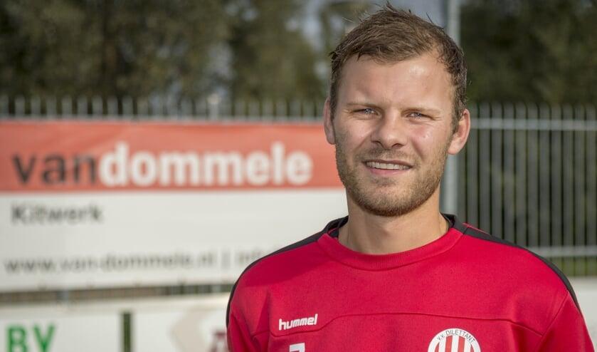 • Goalgetter Jesper van den Adel: 'Wie er scoort is niet belangrijk'.