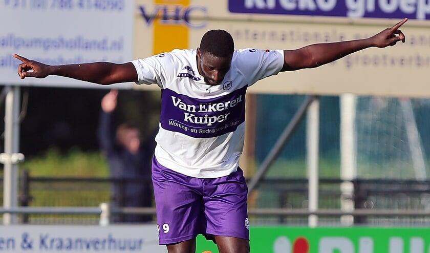 <p>&bull; Ansu Camara in het shirt van zijn vorige club LRC.</p>