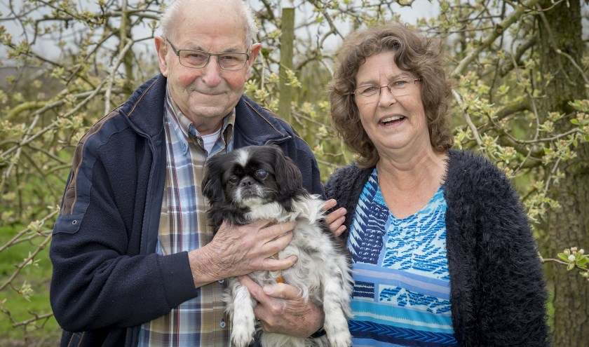 • Corrie met haar vader Wil en hondje 'Boomer'.