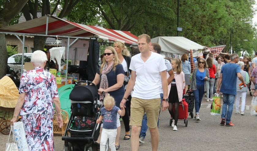De jaarmarkt in Wijk en Aalburg is altijd druk bezocht.