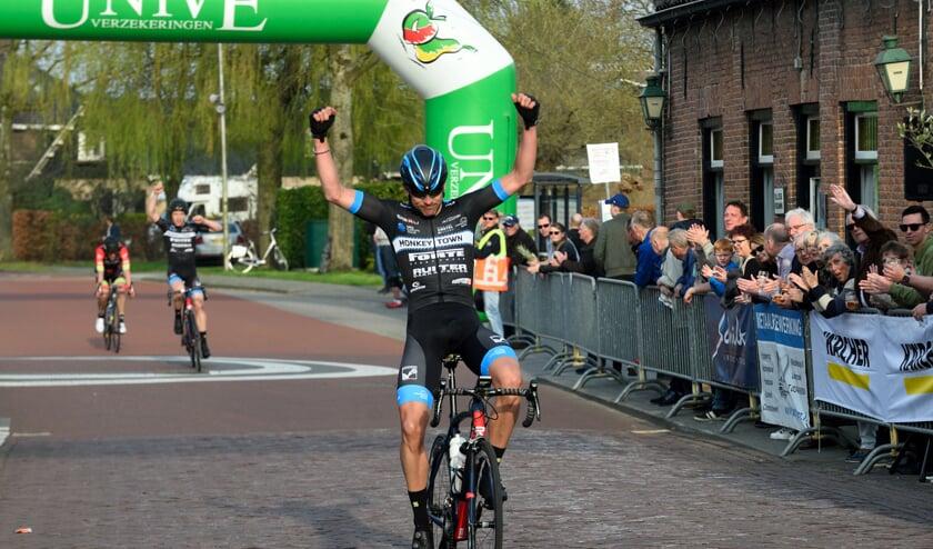 • Peter Schulting wint de Ronde van Lexmond.