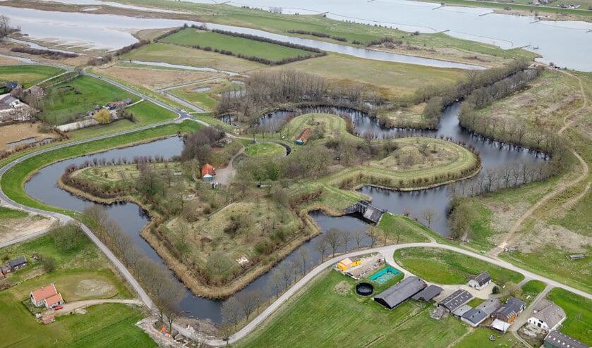 <p>&bull; Fort Everdigen, onderdeel van de Nieuwe Hollandse Waterlinie.</p>
