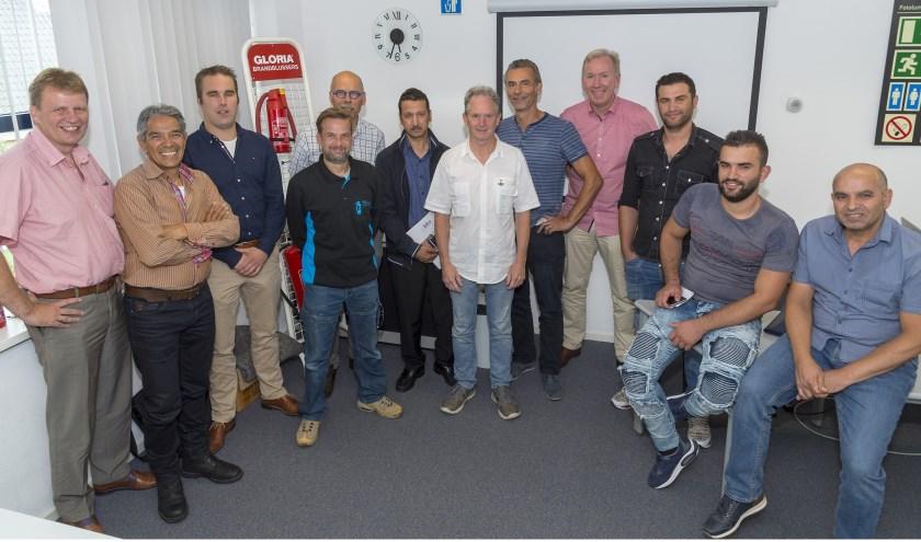 • Groepsfoto van deelnemers, begeleiders en wethouder Vente (l).