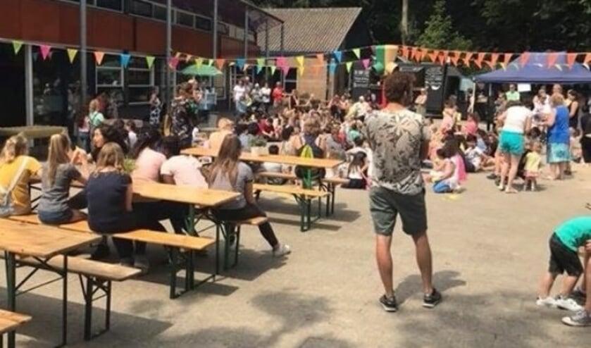 De school heeft op vrijdag 6 juli bij het ingaan van de vakantie met een foodtruck festival al afscheid genomen van de naam Touwladder.