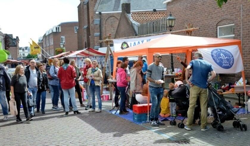 Niet alleen Scouting Montfoort, maar zeker ook vele andere verenigingen zijn op de Jaarmarkt aanwezig om zich te presenteren in een van de vele kramen. (Archieffoto: Paul van den Dungen)