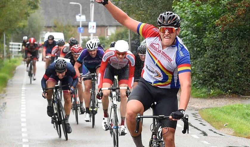 • Sander Spoolder maakte het in de sprint overtuigend af.