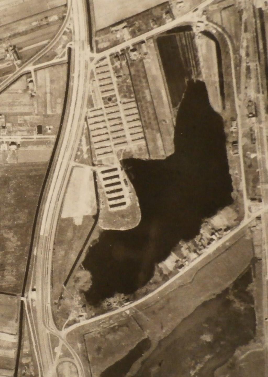 • Het 'Tuindorp' in Hedel eind 1945, op de locatie waar eerst het kamp was.  © Bommelerwaard