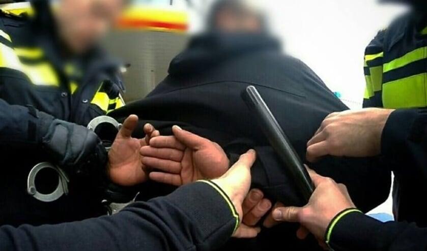 <p>Aanhouding door agenten op straat. Foto ter illustratie.</p>