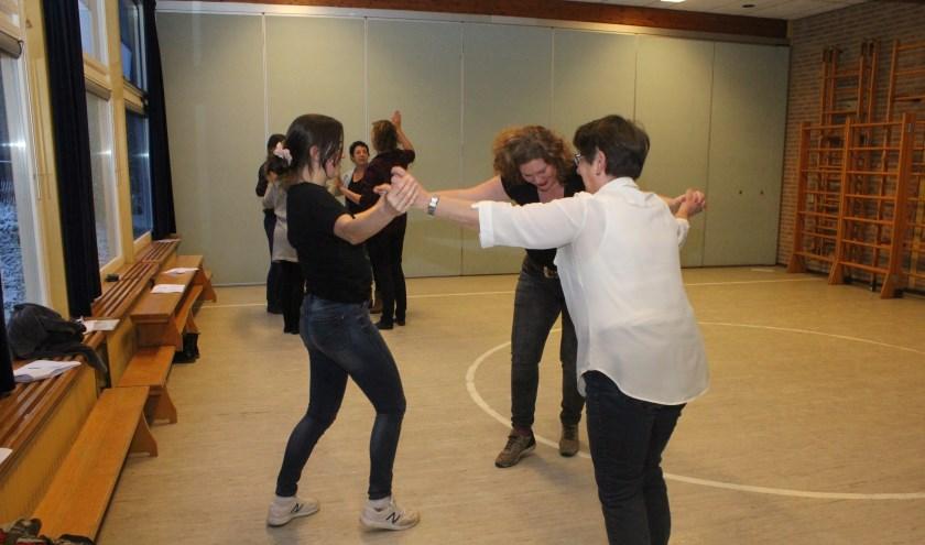 • De leerkrachten werden tijdens de workshop aan het werk gezet.