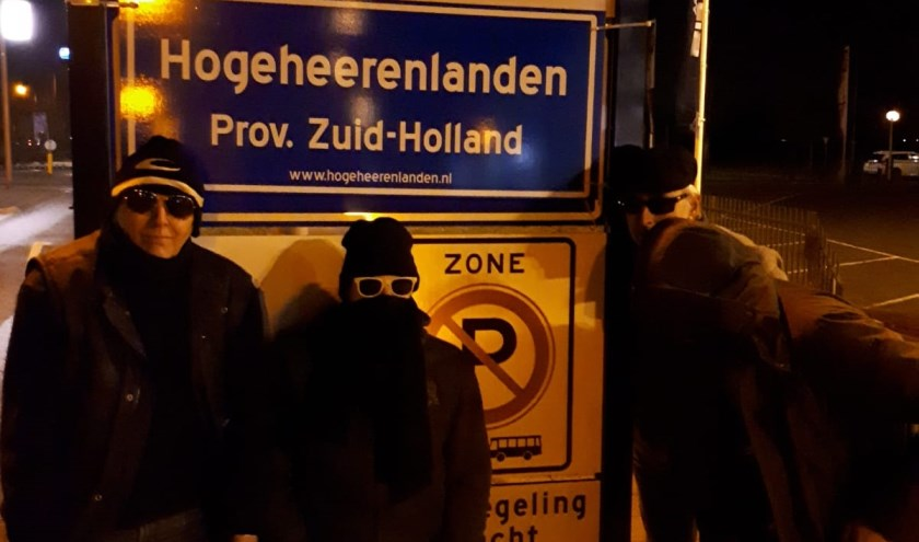 • Enkele actievoerders van Hogeheerenlanden tijdens het border verwisselen in de Nieuwjaarsnacht.