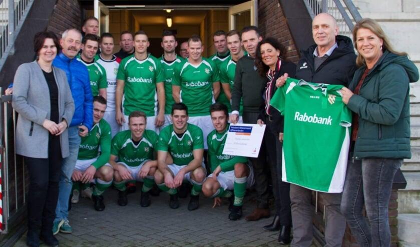 • Marije Boele, Paul Deelen, spelers eerste elftal, Wim den Ouden, Armanda Kuijlenburg, Philip Kouwenhoven en Ria Hut (v.l.n.r.).