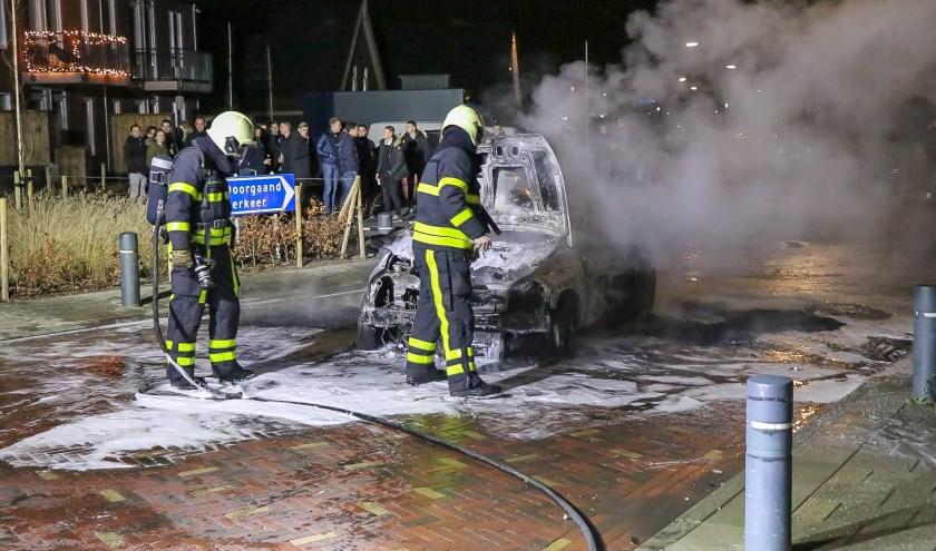 • Een autobrand in Veen rond de afgelopen jaarwisseling.