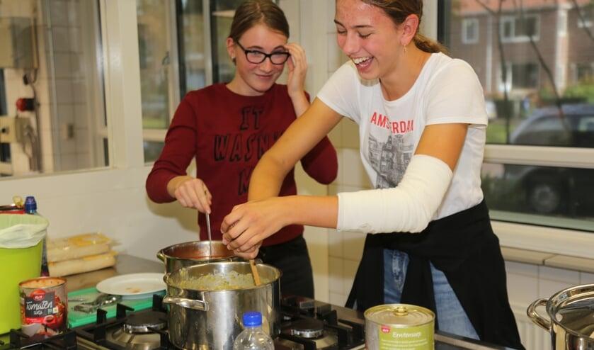 Windroos-leerlingen hadden een Herfstfair voor het goede doel, waarbij ze met zelf bedachte activiteiten geld ophaalden voor Stichting Make-a-wish. Deze leerlingen hebben 's middags soep verkocht aan de vele bezoekers. Er is ruim € 2.000,- opgehaald.