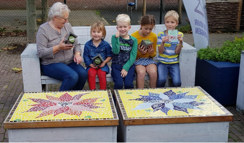 • V.l.n.r.: oma van Sjoerd Liefhebber, Fajén Middelkoop, vriendje, Dianne en Jesse IJmker.