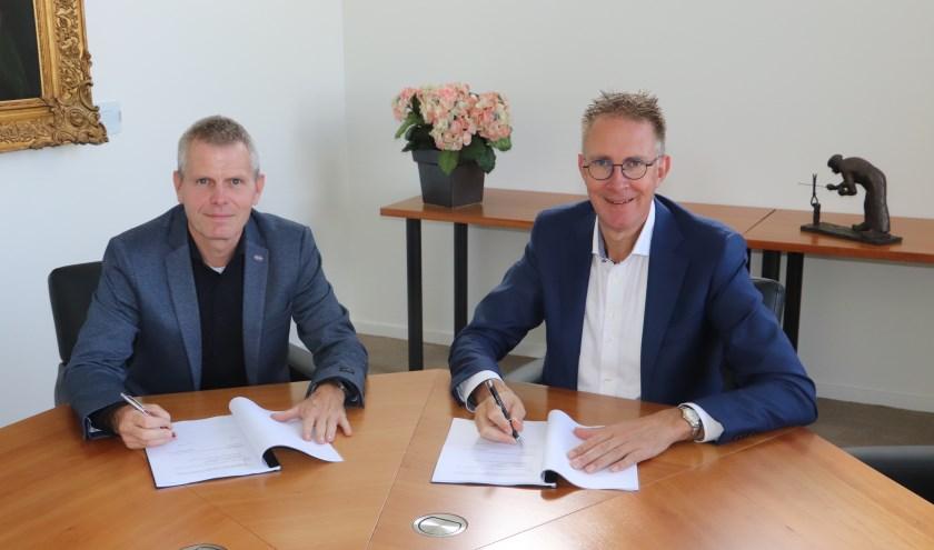 • .C.W. Kouwen, directeur van SBB-Lopik, en rechts wethouder Gerrit Spelt.