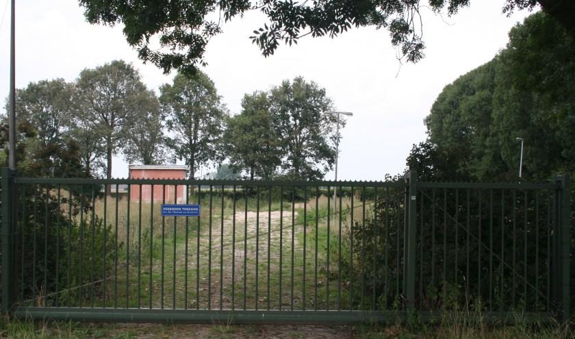 • De locatie aan de Broekgraaf waar defensie de toren wil plaatsen.