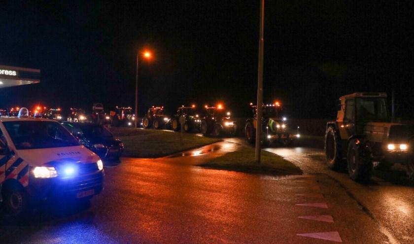 • Vorige week dinsdag protesteerden de boeren ook al. Deze foto is toen gemaakt bij een parkeerplaats in Vuren.