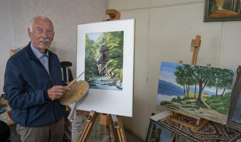 • Ad Breedveld met enkele van zijn werken.