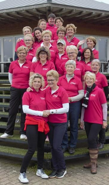 • De winnaars van de wedstrijd om de River Cup Ladies.