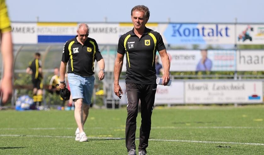 • Leon Hutten als trainer van Groot-Ammers.
