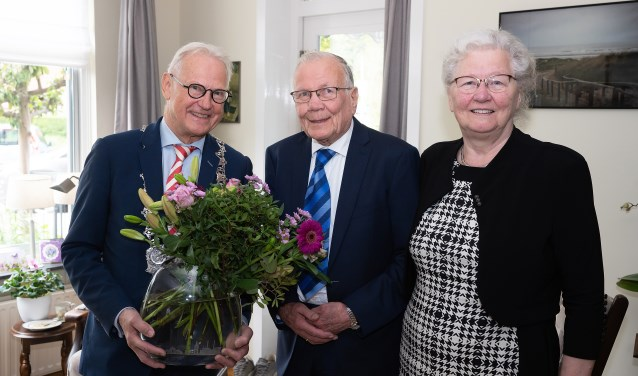Echtpaar Van Oostenbrugge-van den Hoeven 60 jaar getrouwd  © Vianen