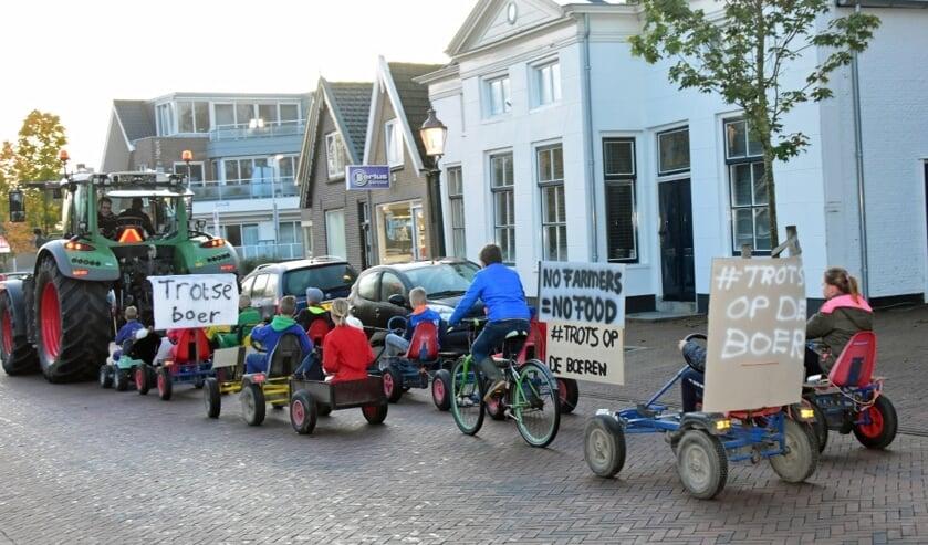 • Een sliert van skelters en speelgoedtrekkers vertrok vanmorgen vanaf het gemeentekantoor voor de proestactie door het dorp.