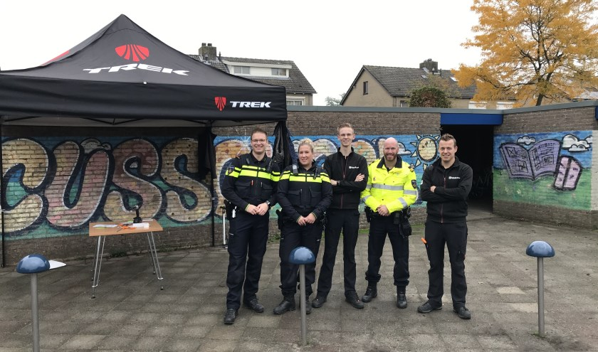 • De politie en Luijendijk Fietsen hielpen mee aan de geslaagde actie.