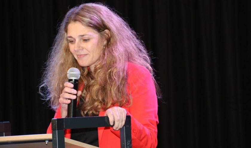 • Locatiedirecteur Laurien Scheffers tijdens haar openingsspeech.
