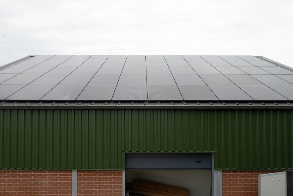 • De zonnepanelen op het dak van de schuur. Foto: Leo Bennis © Krimpenerwaard