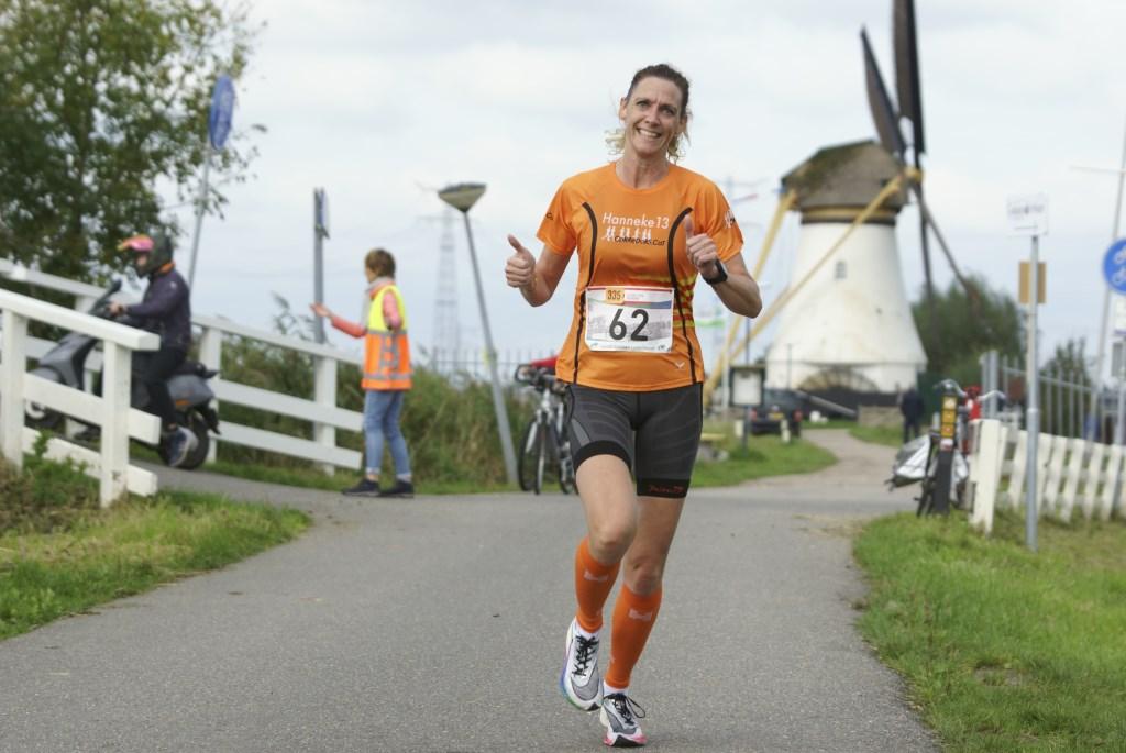 • Hanneke van Riel tijdens de Molenloop. Foto: Piet van Beest © Alblasserwaard