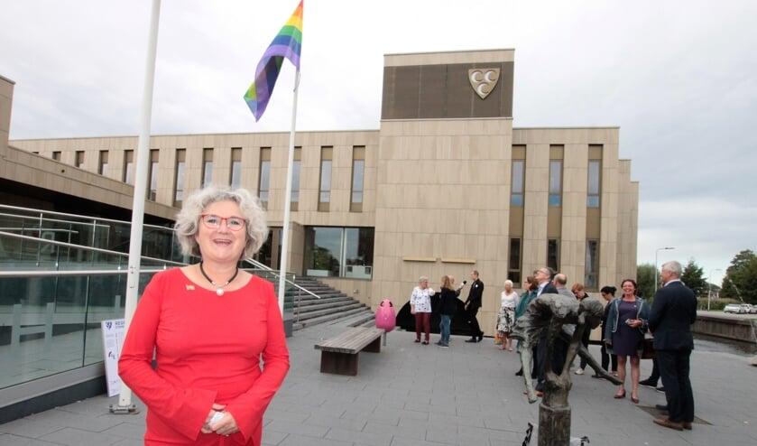 • Wethouder Kirsten Jaarsma hees vorig jaar voor de eerste keer de regenboogvlag in Krimpen aan den IJssel.