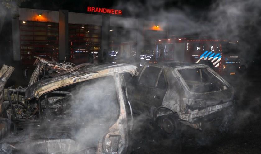 • De afgedankte auto's stonden op het terrein van de brandweer.