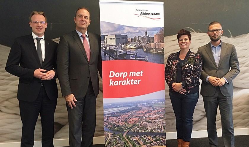 • Het college van Alblasserdam, met v.l.n.r. Peter Verheij, burgemeester Jaap Paans, Dorien Zandvliet en Arjan Kraijo.