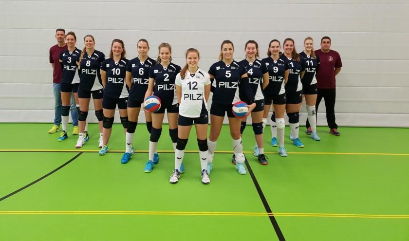 • Het eerste damesteam van Servia.