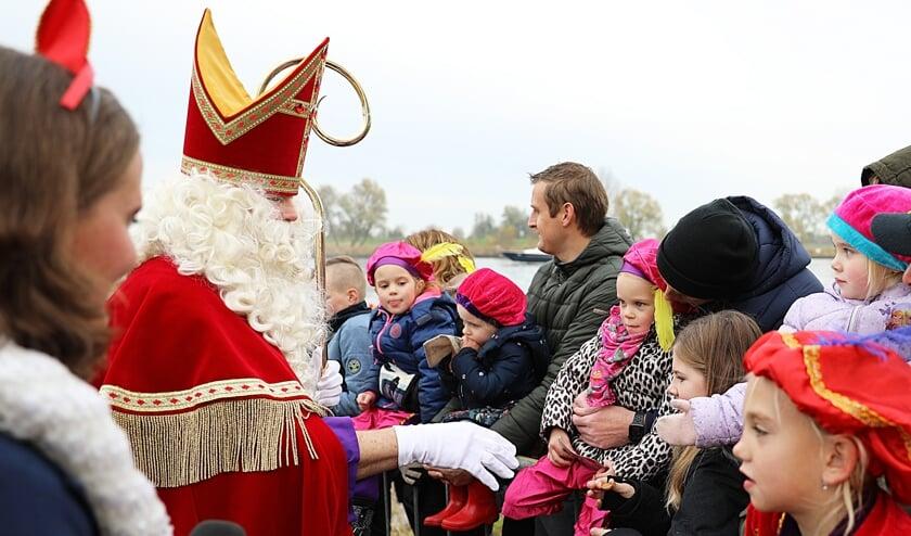 • Sinterklaas komt aan in Nieuwpoort.