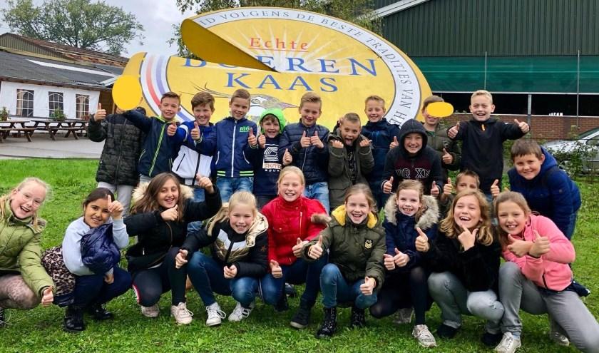 • Kinderen van vier basisscholen bezochten o.a. een kaasboerderij en een imkerij.