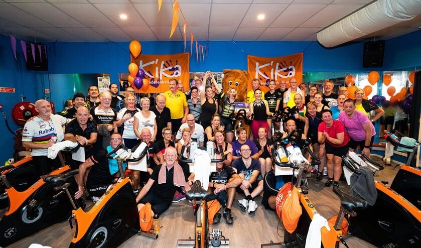 Cheques voor Nathalie Binnenveld   -  Spinning Marathon voor Kika