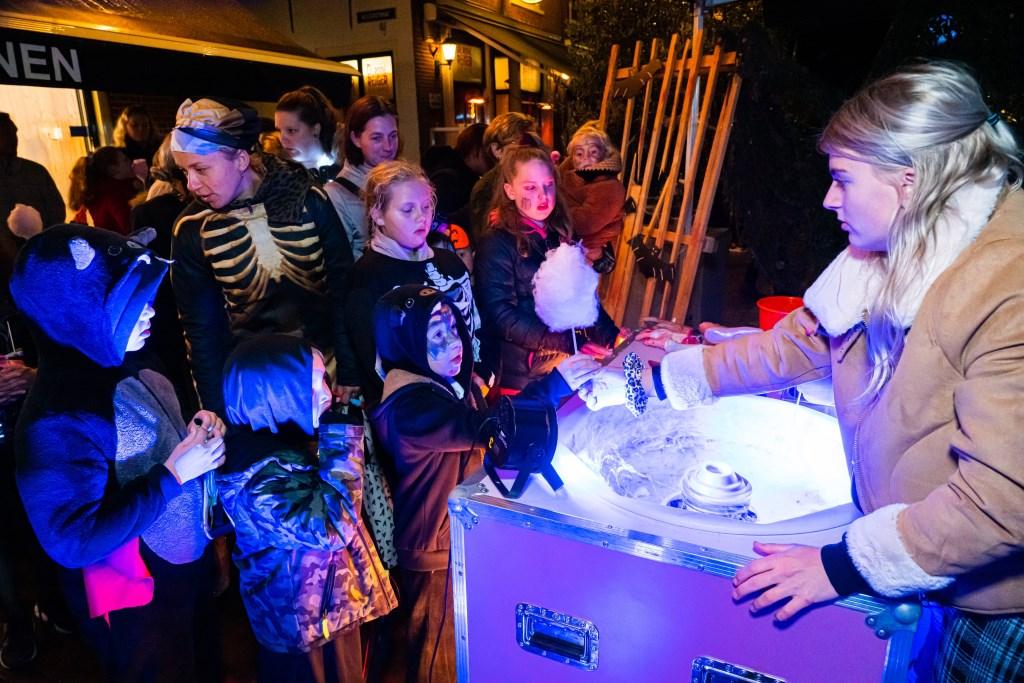 Halloween op Voorstraat Foto: Nico Van Ganzewinkel © Vianen