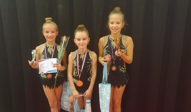 • De drie prijswinnaressen zijn van links naar rechts Yuliya Boon, Noëlle Troost, Josje Dealen  © Klaroen