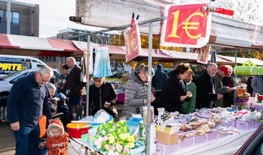 Snuffelmarkt op winkelcentrum de Hagen
