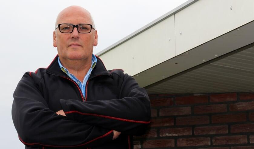 • Ron Laros gaat een punt zetten achter zijn lange trainersloopbaan.